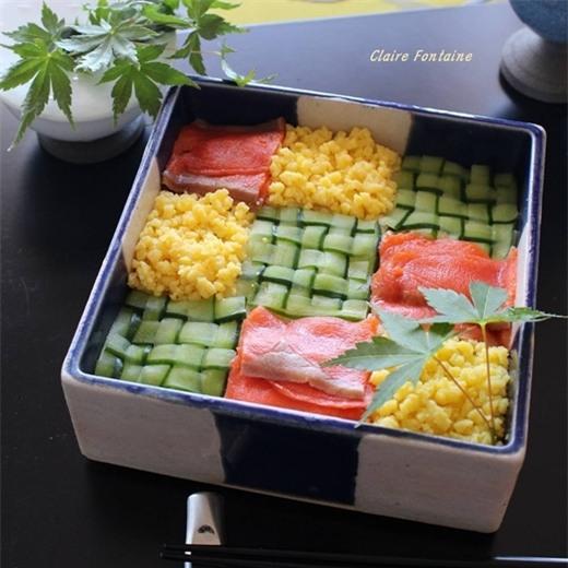 Những miếng sushi từ cácnguyên liệu thơm ngonvới nhiều tạo hình khác nhau và màu sắc bắt mắt khiến ai cũng mê mẩn.