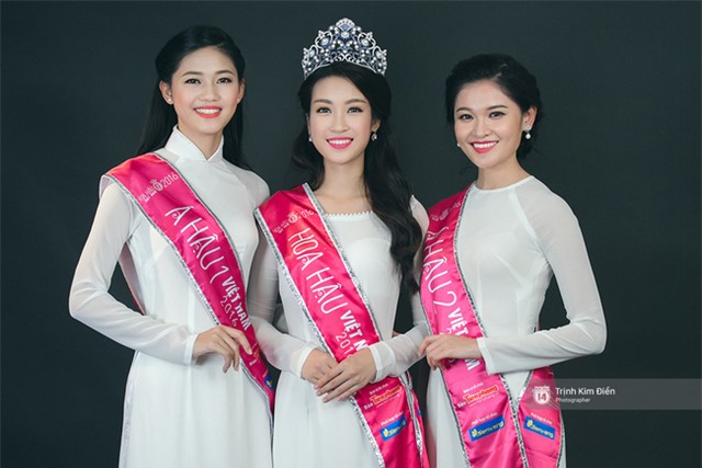 Ngẩn ngơ ngắm Hoa hậu Đỗ Mỹ Linh và 2 Á hậu Thanh Tú - Thùy Dung trong tà Áo dài trắng! - Ảnh 1.