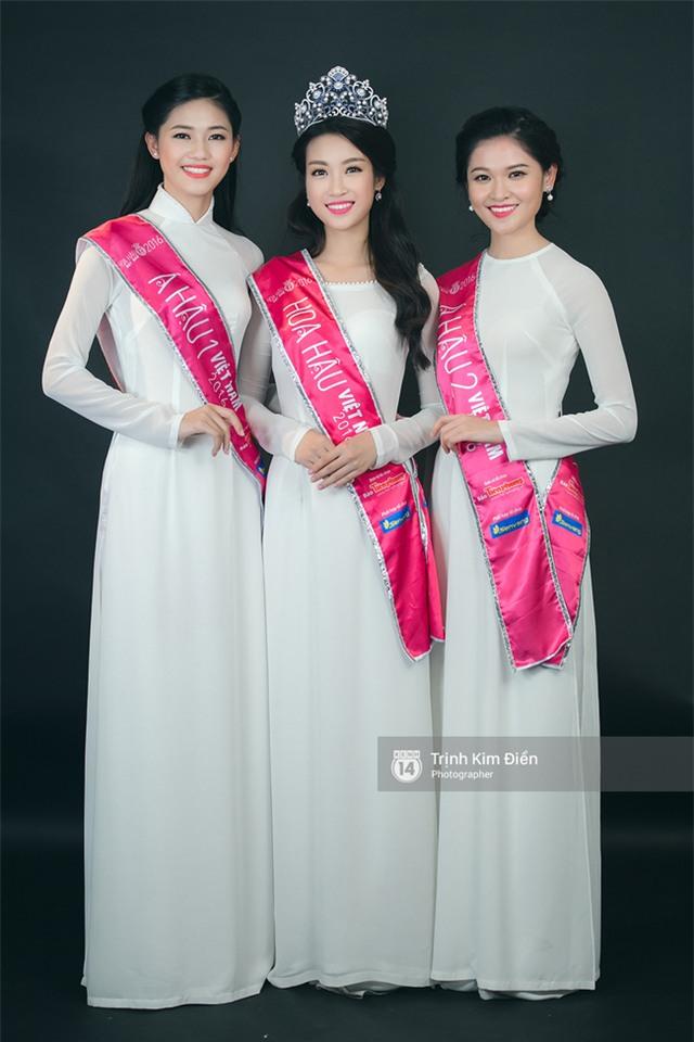 Ngẩn ngơ ngắm Hoa hậu Đỗ Mỹ Linh và 2 Á hậu Thanh Tú - Thùy Dung trong tà Áo dài trắng! - Ảnh 2.