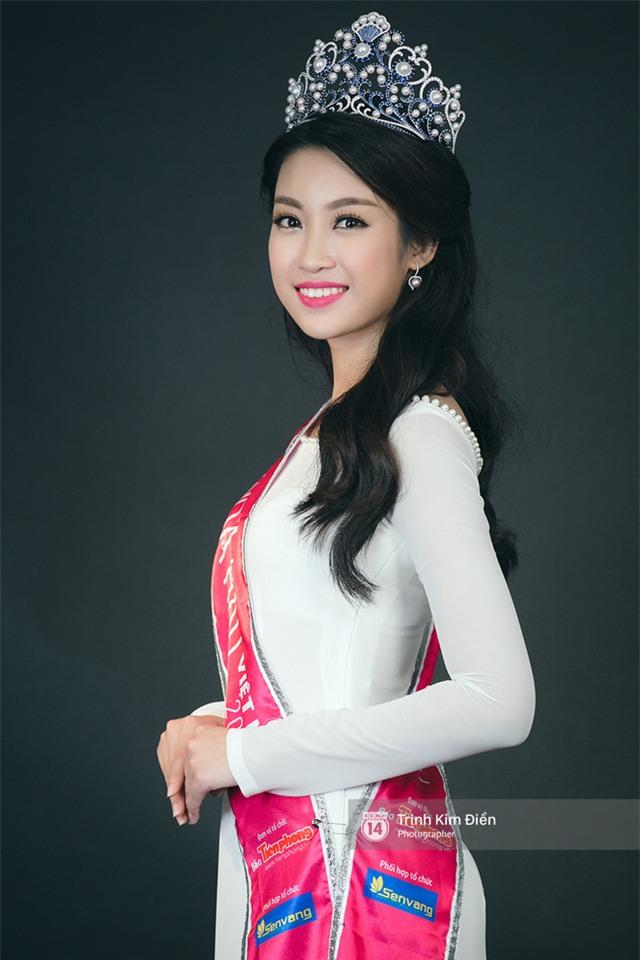 Ngẩn ngơ ngắm Hoa hậu Đỗ Mỹ Linh và 2 Á hậu Thanh Tú - Thùy Dung trong tà Áo dài trắng! - Ảnh 3.