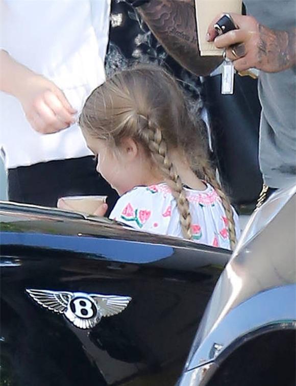 bé Harper đáng yêu với tóc bím 3