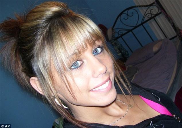 Cô gái 17 tuổi 7 năm mất tích: bị hiếp dâm tập thể, giết chết rồi vứt cho cá sấu ăn thịt - Ảnh 1.