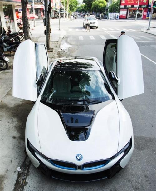 chân dung người vợ may mắn được chồng đại gia tặng siêu xe 7 tỉ