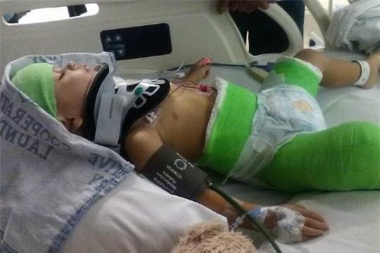 Cậu bé Isaiah tại bệnh viện. Ảnh: GOFUNDME