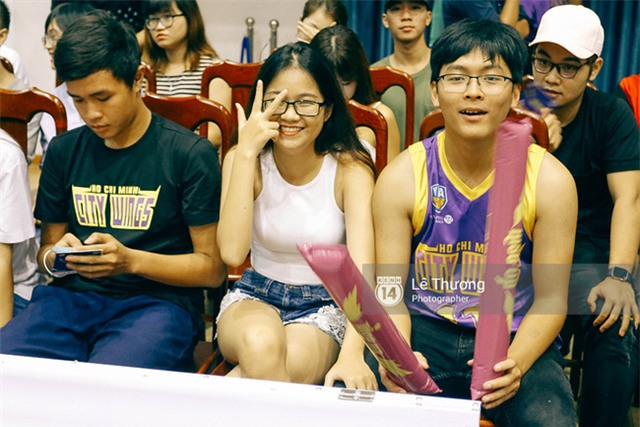 Hoa hậu Thu Thảo và Diễm My 9x cuốn hút trên khán đài trận derby bóng rổ Việt Nam - Ảnh 5.