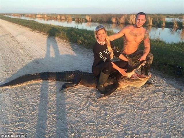 Cô gái xinh đẹp có niềm đam mê mãnh liệt với bộ môn săn bắt cá sấu - Ảnh 14.