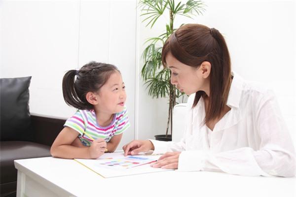 Sẽ tốt hơn nếu hình thành thói quen tự học tại nhà cho trẻ hơn là đến các lớp học thêm
