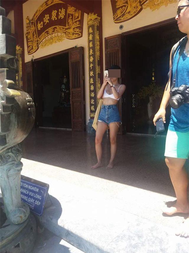 Cô gái mặc phản cảm khi lên chùa Linh Ứng và cái kết đắng! - Ảnh 2.