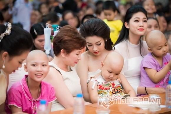 Hoa hậu Mỹ Linh dự tiệc trung thu 0