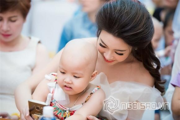 Hoa hậu Mỹ Linh dự tiệc trung thu 5