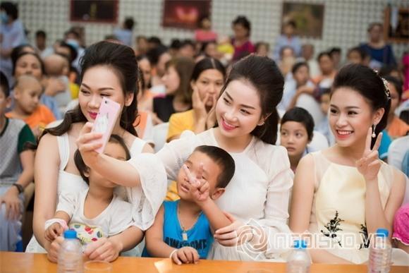 Hoa hậu Mỹ Linh dự tiệc trung thu 8