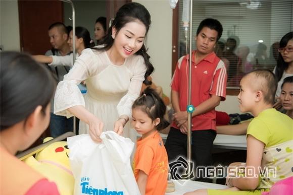 Hoa hậu Mỹ Linh dự tiệc trung thu 1