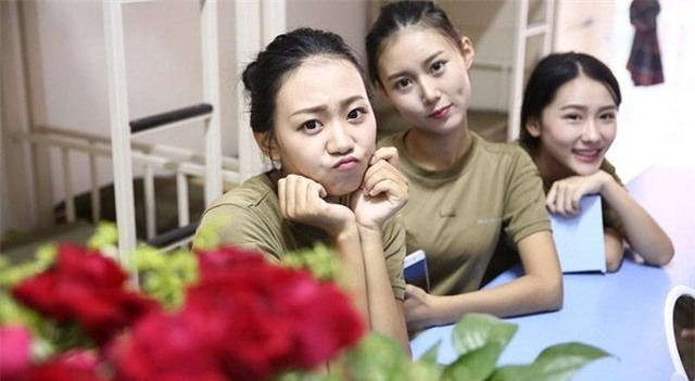 Các nữ sinh học quân sự xinh hơn hoa hậu làm cả trường náo loạn - Ảnh 2.