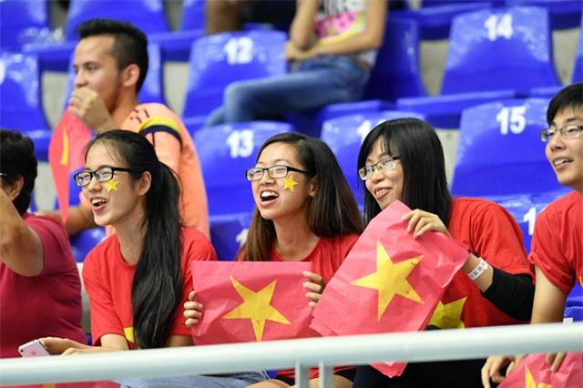 Tuyển futsal Việt Nam ăn mừng tưng bừng trong phòng thay đồ sau kỳ tích lịch sử - Ảnh 3.