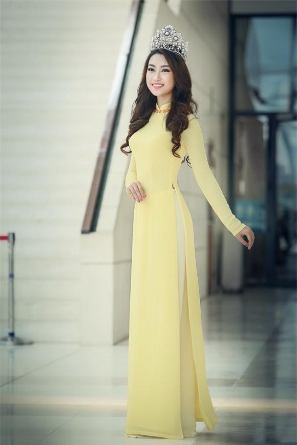 Hoa hậu Mỹ Linh diện áo dài vàng 4