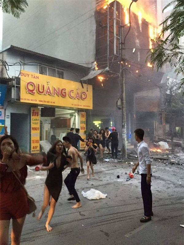 """Vụ cháy tại """"quán karaoke vỡ tổ"""" đã được dập, nhưng """"lửa lòng"""" chị em vẫn ngùn ngụt cháy"""
