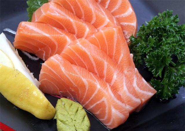 Cá hồi nuôi là thực phẩm độc hại nhất thế giới? - Ảnh 3.