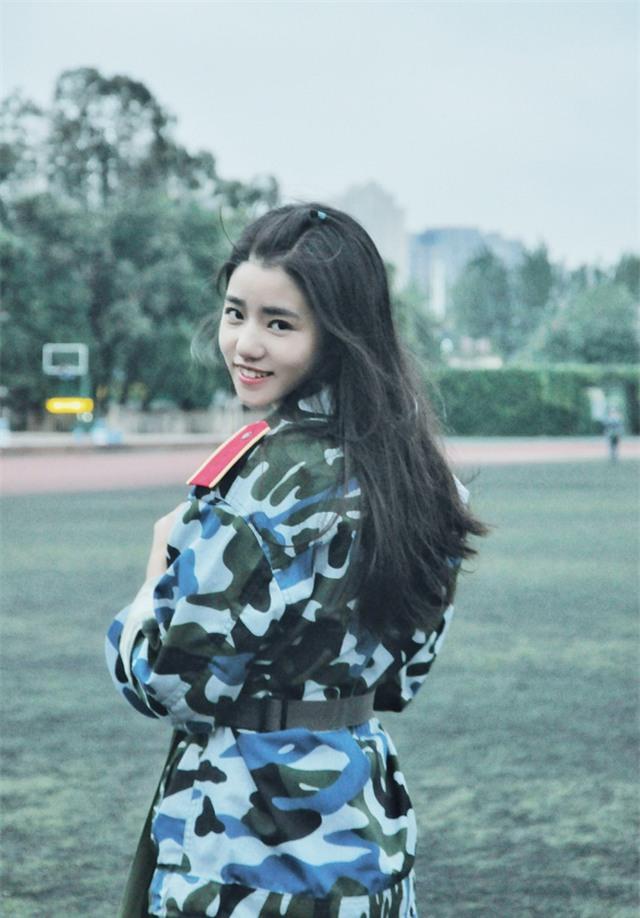 Chùm ảnh: Những nữ thần xinh đẹp bậc nhất trong mùa học quân sự ở Trung Quốc - Ảnh 1.