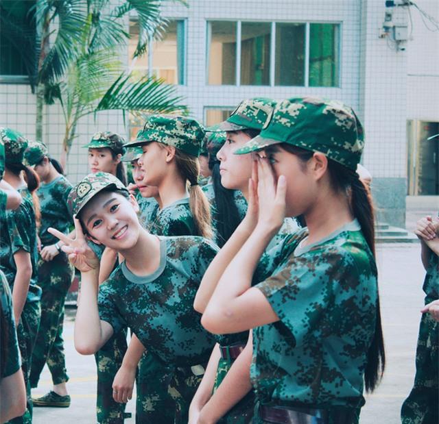 Chùm ảnh: Những nữ thần xinh đẹp bậc nhất trong mùa học quân sự ở Trung Quốc - Ảnh 10.