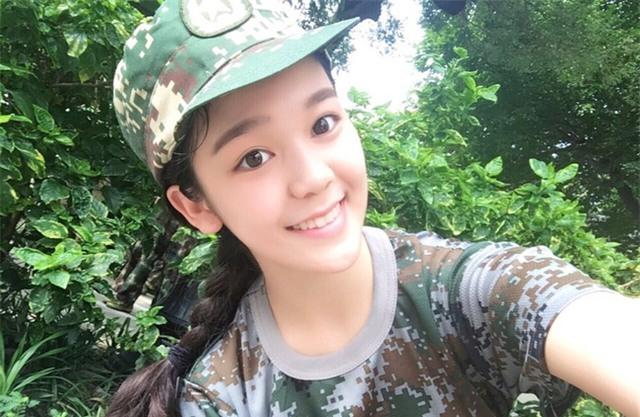 Chùm ảnh: Những nữ thần xinh đẹp bậc nhất trong mùa học quân sự ở Trung Quốc - Ảnh 11.