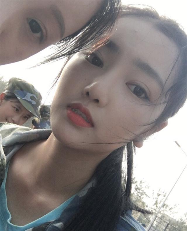 Chùm ảnh: Những nữ thần xinh đẹp bậc nhất trong mùa học quân sự ở Trung Quốc - Ảnh 15.
