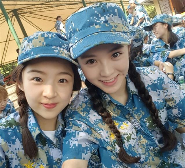 Chùm ảnh: Những nữ thần xinh đẹp bậc nhất trong mùa học quân sự ở Trung Quốc - Ảnh 17.