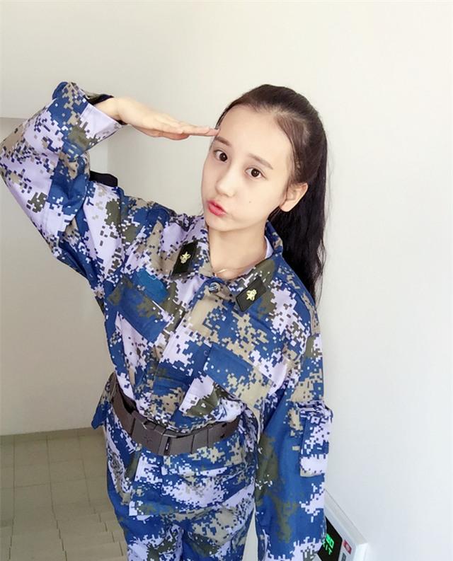 Chùm ảnh: Những nữ thần xinh đẹp bậc nhất trong mùa học quân sự ở Trung Quốc - Ảnh 18.