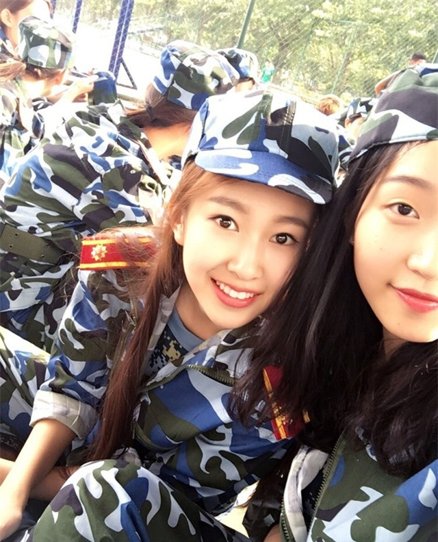 Chùm ảnh: Những nữ thần xinh đẹp bậc nhất trong mùa học quân sự ở Trung Quốc - Ảnh 19.