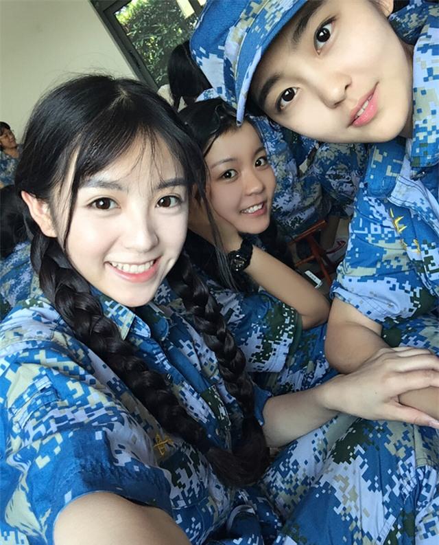 Chùm ảnh: Những nữ thần xinh đẹp bậc nhất trong mùa học quân sự ở Trung Quốc - Ảnh 22.