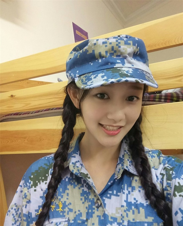 Chùm ảnh: Những nữ thần xinh đẹp bậc nhất trong mùa học quân sự ở Trung Quốc - Ảnh 23.