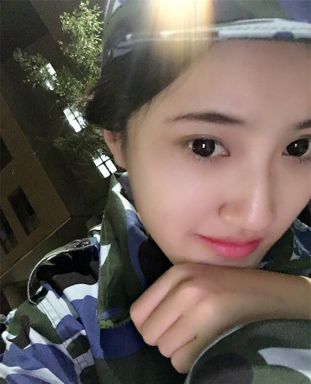 Chùm ảnh: Những nữ thần xinh đẹp bậc nhất trong mùa học quân sự ở Trung Quốc - Ảnh 4.