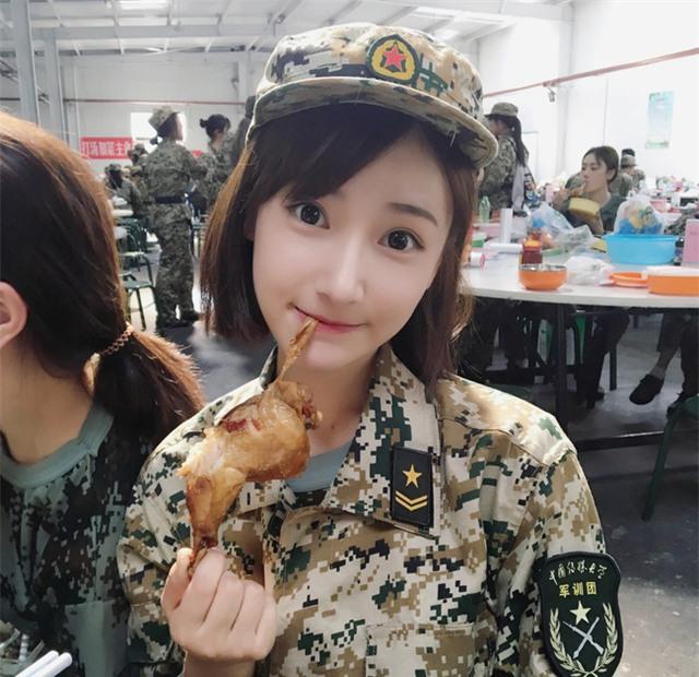 Chùm ảnh: Những nữ thần xinh đẹp bậc nhất trong mùa học quân sự ở Trung Quốc - Ảnh 6.