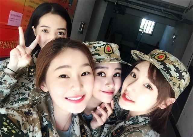 Chùm ảnh: Những nữ thần xinh đẹp bậc nhất trong mùa học quân sự ở Trung Quốc - Ảnh 7.