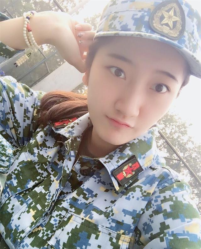 Chùm ảnh: Những nữ thần xinh đẹp bậc nhất trong mùa học quân sự ở Trung Quốc - Ảnh 8.