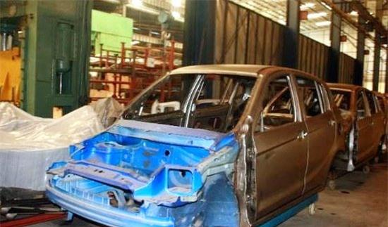 Vinaxuki, nhà máy ô tô Vinaxuki, Công ty cổ phần ô tô Xuân Kiên, Bùi Ngọc Huyên, nội địa hóa, phế liệu, công nghiệp ô tô, tái cơ cấu vốn cho Vinaxuki,