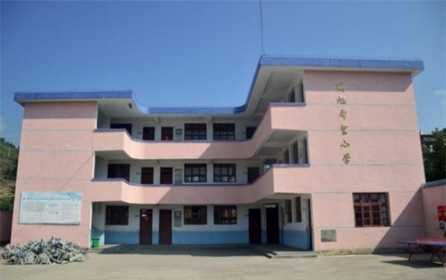 Trung Quốc: Bé gái 13 tuổi bị thầy giáo cưỡng hiếp tại trường, mang thai 31 tuần - Ảnh 1.
