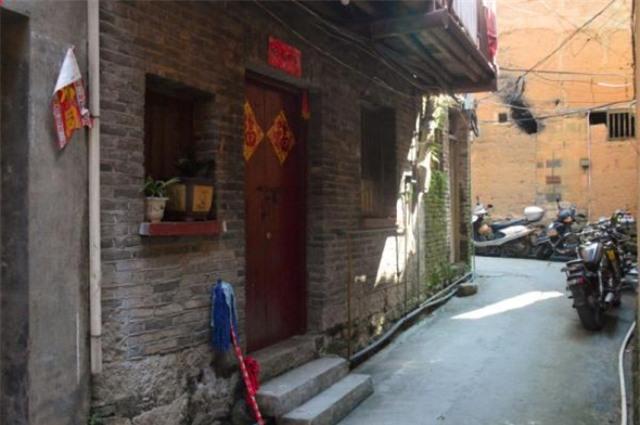 Trung Quốc: Bé gái 13 tuổi bị thầy giáo cưỡng hiếp tại trường, mang thai 31 tuần - Ảnh 2.