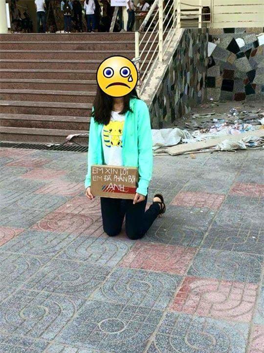 Hình ảnh hot nhất ngày: Cô gái quỳ giữa sân trường, ôm tấm biển Em xin lỗi, em đã phản bội anh - Ảnh 4.