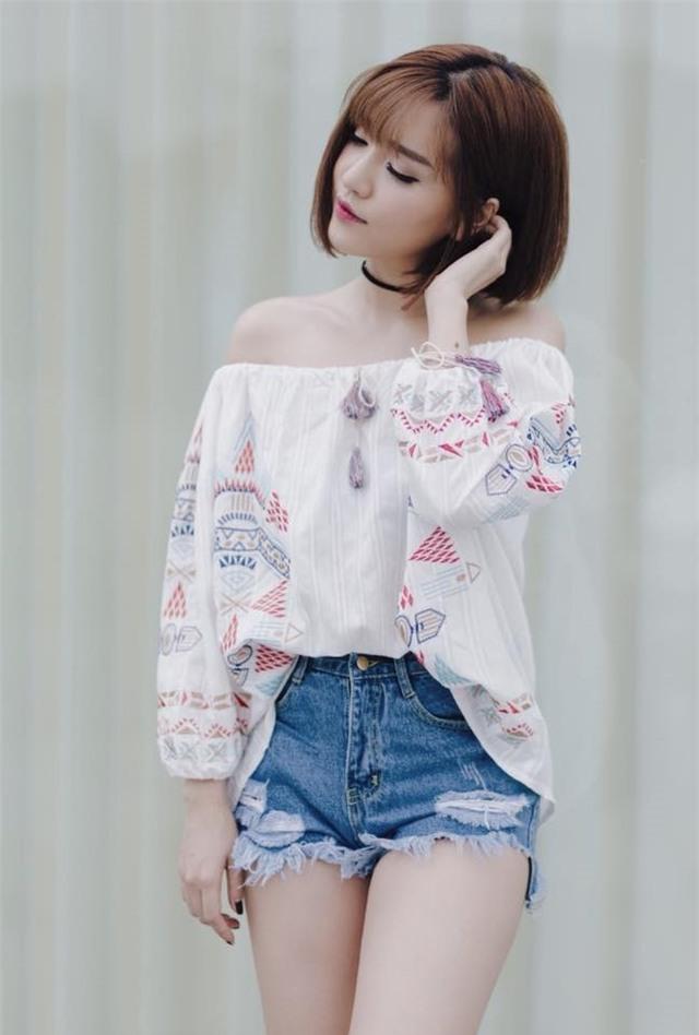 Sao Viet phai long vay ao hoa tiet theu khi vao thu hinh anh 4