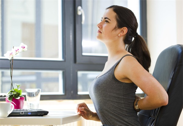 thói quen gây đau lưng