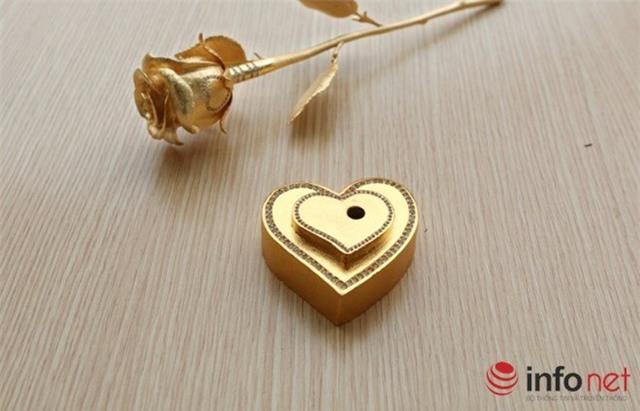 Đại gia, Quảng Ninh, bông hồng nửa, 20/10, quà tặng, hồng dát vàng, món ăn dát vàng, chơi sang