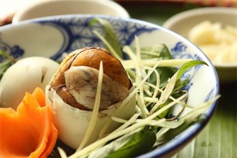 5 điều bà nội trợ Việt phải nhớ khi cho cả nhà ăn trứng vịt lộn - Ảnh 1.