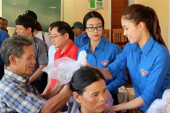 Hoa hậu Mỹ Linh quyên góp từ thiện 4