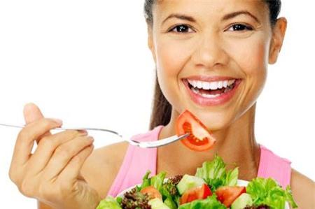 Ăn ít nhưng nhai chậm và kĩ vẫn no lâu hơn là ăn nhiều nhưng nhai vội.