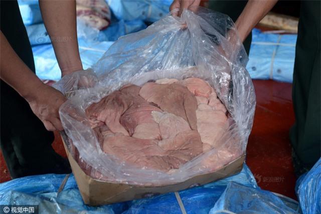 Cảnh sát Trung Quốc thu giữ gần 200 tấn thực phẩm đông lạnh bẩn ở khu vực biên giới - Ảnh 10.