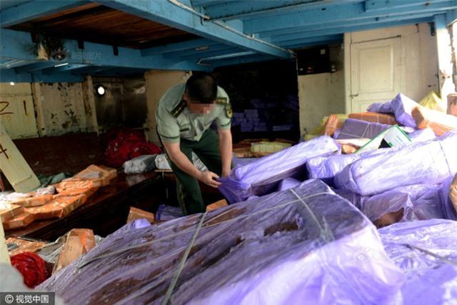Cảnh sát Trung Quốc thu giữ gần 200 tấn thực phẩm đông lạnh bẩn ở khu vực biên giới - Ảnh 2.