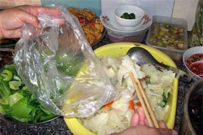 Kết quả hình ảnh cho đựng thực phẩm bằng túi nilon