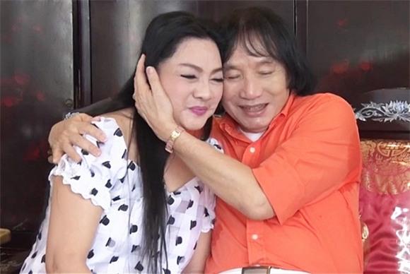 Ở tuổi 70, nghệ sĩ Minh Vương vui sống bên bà xã trẻ trung 2