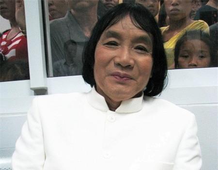 Ở tuổi 70, nghệ sĩ Minh Vương vui sống bên bà xã trẻ trung 0