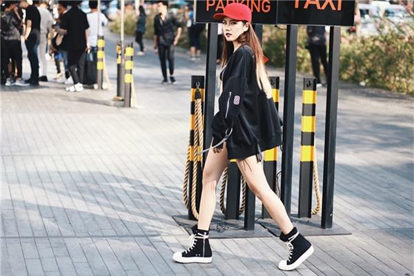 Trang phục dạo phố của 3 hot girl đình đám 5